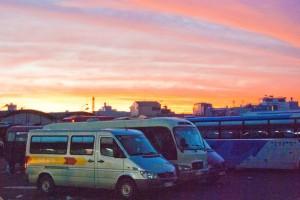 Le jour se lève sur la gare routière de Mien Tay à Saigon.